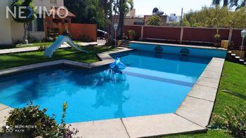 NEX-39647 - Casa en Renta en Acapatzingo, CP 62493, Morelos, con 4 recamaras, con 3 baños, con 1 medio baño, con 180 m2 de construcción.