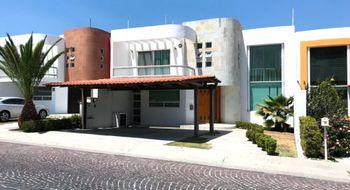 NEX-14377 - Casa en Venta en Cumbres del Lago, CP 76230, Querétaro, con 3 recamaras, con 4 baños, con 2 medio baños, con 372 m2 de construcción.