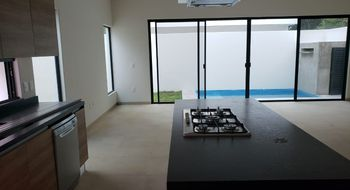 NEX-10559 - Casa en Venta en Cancún (Internacional de Cancún), CP 77569, Quintana Roo, con 3 recamaras, con 3 baños, con 1 medio baño, con 310 m2 de construcción.