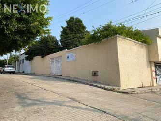 NEX-37924 - Casa en Venta, con 3 recamaras, con 3 baños, con 2 medio baños, con 400 m2 de construcción en La Lomita, CP 29060, Chiapas.