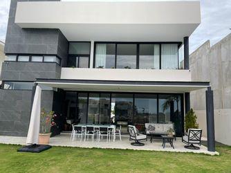NEX-39538 - Casa en Renta en Lagos del Sol, CP 77567, Quintana Roo, con 4 recamaras, con 4 baños, con 1 medio baño, con 520 m2 de construcción.