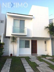 NEX-50252 - Casa en Venta, con 3 recamaras, con 2 baños, con 1 medio baño, con 158 m2 de construcción en Santa Fe, CP 77567, Quintana Roo.