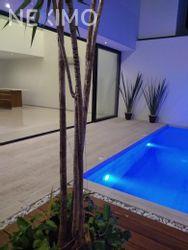 NEX-13905 - Casa en Renta, con 3 recamaras, con 3 baños, con 1 medio baño, con 230 m2 de construcción en Álamos I, CP 77533, Quintana Roo.