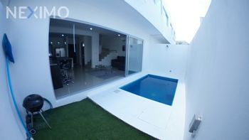 NEX-14383 - Casa en Renta, con 3 recamaras, con 2 baños, con 1 medio baño, con 156 m2 de construcción en Álamos I, CP 77533, Quintana Roo.