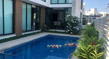 NEX-28097 - Casa en Renta en La Cima, CP 29059, Chiapas, con 4 recamaras, con 5 baños, con 1 medio baño, con 380 m2 de construcción.