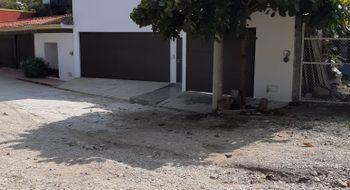 NEX-22674 - Casa en Renta en Colinas del Sur, CP 29066, Chiapas, con 4 recamaras, con 5 baños, con 1 medio baño, con 450 m2 de construcción.