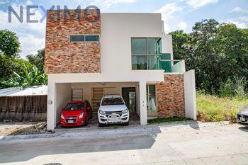 NEX-16284 - Casa en Venta en Colinas del Sur, CP 29066, Chiapas, con 5 recamaras, con 5 baños, con 2 medio baños, con 274 m2 de construcción.