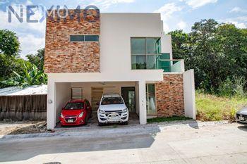NEX-16284 - Casa en Venta, con 5 recamaras, con 5 baños, con 2 medio baños, con 274 m2 de construcción en Colinas del Sur, CP 29066, Chiapas.