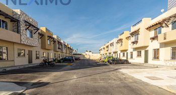 NEX-17475 - Casa en Venta en Real Amalfi, CP 77714, Quintana Roo, con 4 recamaras, con 2 baños, con 1 medio baño, con 104 m2 de construcción.