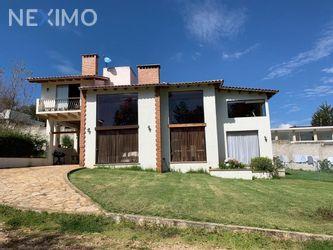 NEX-47601 - Casa en Venta, con 4 recamaras, con 5 baños, con 1 medio baño, con 218 m2 de construcción en La Quinta San Martín, CP 29247, Chiapas.