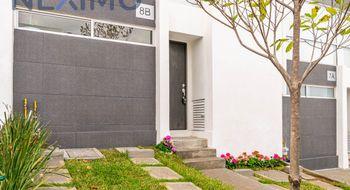 NEX-18862 - Casa en Renta en Bosque Esmeralda, CP 52930, México, con 3 recamaras, con 2 baños, con 1 medio baño, con 174 m2 de construcción.