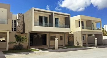 NEX-26540 - Casa en Renta en Solidaridad, CP 77733, Quintana Roo, con 3 recamaras, con 2 baños, con 1 medio baño, con 120 m2 de construcción.