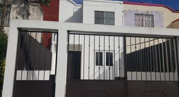 NEX-24932 - Casa en Renta en Supermanzana 529, CP 77536, Quintana Roo, con 2 recamaras, con 2 baños, con 300 m2 de construcción.