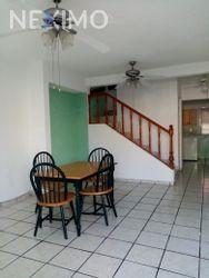 NEX-26049 - Casa en Renta en Supermanzana 57, CP 77533, Quintana Roo, con 2 recamaras, con 1 baño, con 1 medio baño, con 100 m2 de construcción.