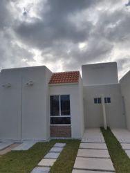 NEX-41040 - Casa en Renta en Tulum Centro, CP 77760, Quintana Roo, con 2 recamaras, con 1 baño, con 44 m2 de construcción.