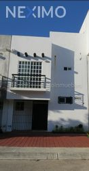 NEX-42054 - Casa en Venta en Villamarino, CP 77535, Quintana Roo, con 3 recamaras, con 3 baños, con 1 medio baño, con 120 m2 de construcción.