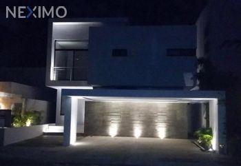 NEX-42467 - Casa en Renta, con 4 recamaras, con 4 baños, con 270 m2 de construcción en Residencial Cumbres, CP 77560, Quintana Roo.