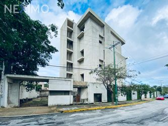 NEX-45122 - Edificio en Venta, con 4 recamaras, con 3 baños, con 1 medio baño, con 1900 m2 de construcción en Supermanzana 19, CP 77505, Quintana Roo.