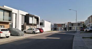 NEX-28812 - Casa en Renta en Residencial el Refugio, CP 76146, Querétaro, con 3 recamaras, con 2 baños, con 1 medio baño, con 140 m2 de construcción.