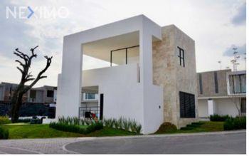 NEX-36019 - Casa en Venta, con 3 recamaras, con 2 baños, con 1 medio baño, con 140 m2 de construcción en Residencial el Refugio, CP 76146, Querétaro.