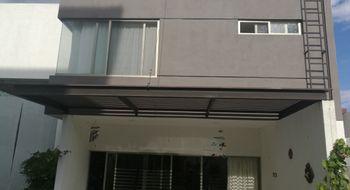NEX-15940 - Casa en Renta en Real de Juriquilla, CP 76226, Querétaro, con 3 recamaras, con 3 baños, con 1 medio baño, con 235 m2 de construcción.