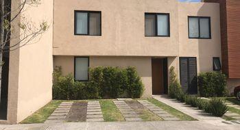 NEX-13321 - Casa en Renta en Residencial el Refugio, CP 76146, Querétaro, con 2 recamaras, con 2 baños, con 1 medio baño, con 165 m2 de construcción.