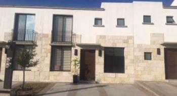 NEX-19507 - Casa en Renta en Residencial el Refugio, CP 76146, Querétaro, con 3 recamaras, con 2 baños, con 1 medio baño, con 130 m2 de construcción.
