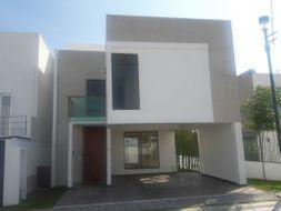 NEX-35190 - Casa en Venta en Lomas de Angelópolis, CP 72830, Puebla, con 4 recamaras, con 3 baños, con 1 medio baño, con 198 m2 de construcción.