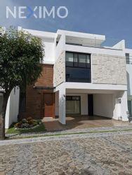 NEX-47897 - Casa en Venta, con 4 recamaras, con 2 baños, con 2 medio baños, con 310 m2 de construcción en Parque Victoria, CP 72826, Puebla.