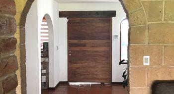 NEX-15542 - Casa en Renta en Villas del Mesón, CP 76226, Querétaro, con 3 recamaras, con 4 baños, con 1 medio baño, con 400 m2 de construcción.