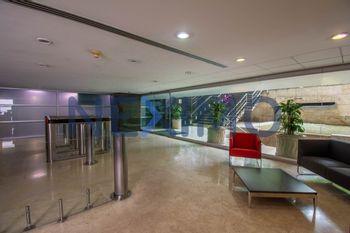 NEX-15060 - Oficina en Renta en Bosque de las Lomas, CP 11700, Ciudad de México, con 338 m2 de construcción.