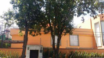 NEX-36565 - Casa en Venta en Lomas de Vista Hermosa, CP 05100, Ciudad de México, con 3 recamaras, con 4 baños, con 1 medio baño, con 500 m2 de construcción.
