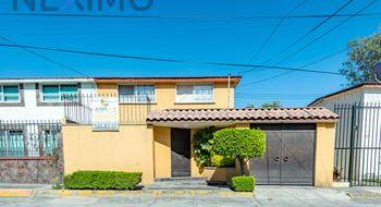 NEX-20868 - Casa en Venta en Ciudad Satélite, CP 53100, México, con 3 recamaras, con 2 baños, con 1 medio baño, con 170 m2 de construcción.
