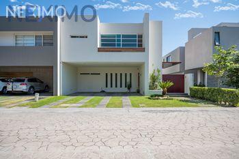 NEX-36985 - Casa en Venta en Puertas Del Tule, CP 45017, Jalisco, con 3 recamaras, con 4 baños, con 1 medio baño, con 331 m2 de construcción.