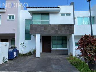NEX-52722 - Casa en Renta, con 3 recamaras, con 2 baños, con 1 medio baño, con 173 m2 de construcción en Nueva Galicia Residencial, CP 45645, Jalisco.