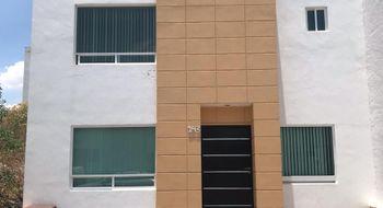 NEX-14023 - Casa en Renta en Residencial el Refugio, CP 76146, Querétaro, con 5 recamaras, con 2 baños, con 1 medio baño, con 100 m2 de construcción.