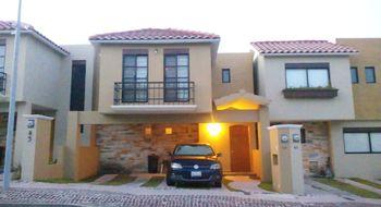 NEX-14199 - Casa en Renta en Residencial el Refugio, CP 76146, Querétaro, con 3 recamaras, con 2 baños, con 1 medio baño, con 189 m2 de construcción.
