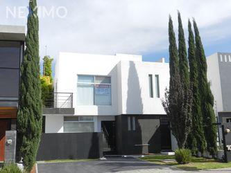 NEX-20518 - Casa en Venta, con 3 recamaras, con 3 baños, con 1 medio baño, con 198 m2 de construcción en Residencial el Refugio, CP 76146, Querétaro.