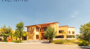 NEX-1312 - Casa en Venta en El Campanario, CP 76146, Querétaro, con 6 recamaras, con 6 baños, con 1320 m2 de construcción.