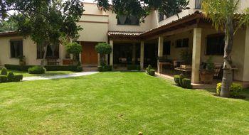 NEX-4135 - Casa en Venta en Jurica, CP 76100, Querétaro, con 4 recamaras, con 4 baños, con 3 medio baños, con 434 m2 de construcción.