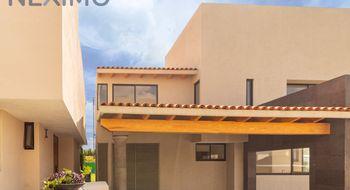 NEX-454 - Casa en Venta en Balvanera, CP 76900, Querétaro, con 3 recamaras, con 3 baños, con 1 medio baño, con 300 m2 de construcción.