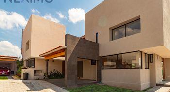 NEX-456 - Casa en Venta en Balvanera, CP 76900, Querétaro, con 3 recamaras, con 3 baños, con 1 medio baño, con 300 m2 de construcción.