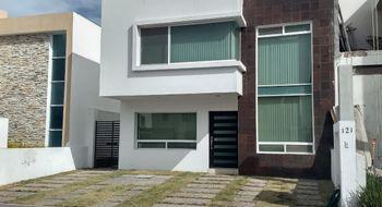 NEX-6745 - Casa en Renta en Residencial el Refugio, CP 76146, Querétaro, con 3 recamaras, con 2 baños, con 1 medio baño, con 200 m2 de construcción.