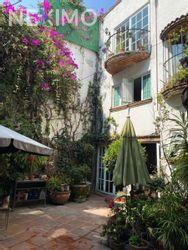 NEX-38770 - Casa en Renta en La Concepción, CP 04020, Ciudad de México, con 3 recamaras, con 3 baños, con 1 medio baño, con 500 m2 de construcción.