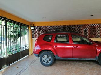 NEX-19073 - Casa en Venta en Francisco de Montejo V, CP 97203, Yucatán, con 3 recamaras, con 1 baño, con 1 medio baño, con 180 m2 de construcción.
