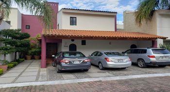 NEX-15607 - Casa en Renta en Bugambilias, CP 45238, Jalisco, con 3 recamaras, con 3 baños, con 1 medio baño, con 400 m2 de construcción.