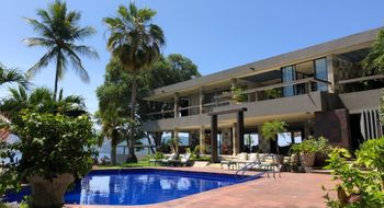 NEX-15826 - Casa en Venta en Las Playas, CP 39390, Guerrero, con 6 recamaras, con 6 baños, con 1 medio baño, con 1523 m2 de construcción.
