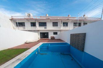NEX-39575 - Casa en Venta en Olinalá Princess, CP 39890, Guerrero, con 7 recamaras, con 5 baños, con 1 medio baño, con 163 m2 de construcción.
