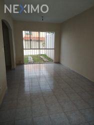 NEX-40002 - Casa en Renta, con 3 recamaras, con 2 baños, con 1 medio baño, con 120 m2 de construcción en Cancún Centro, CP 77500, Quintana Roo.