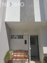 NEX-43270 - Casa en Renta, con 3 recamaras, con 2 baños, con 1 medio baño, con 1 m2 de construcción en Jardines del Sur, CP 77536, Quintana Roo.